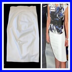 Classic and sexy Max Mara pencil skirt